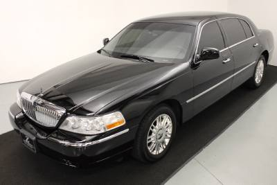 2011 Lincoln Town Car Executive w/Limousine Pkg