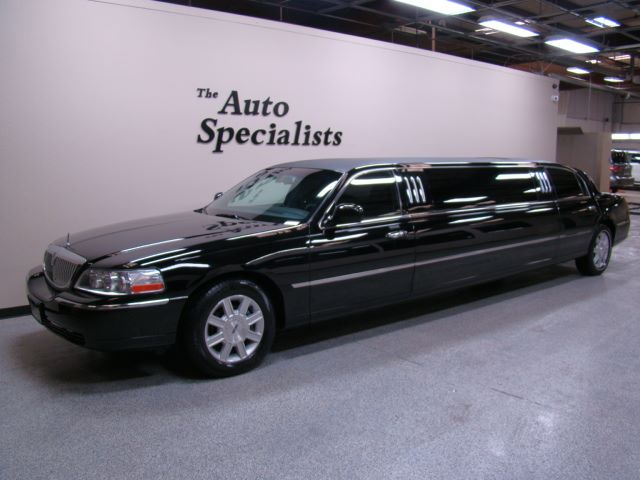 2007 Lincoln Town Car Executive w/Limousine Pkg