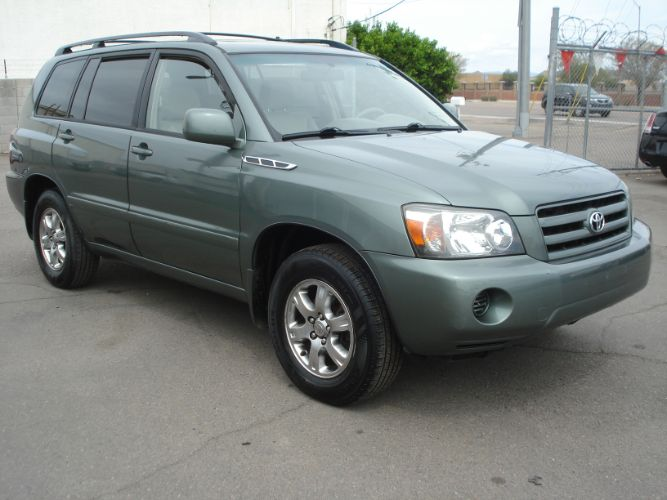 2005 Toyota Highlander 3rd Row Seating, EZ Finance Available