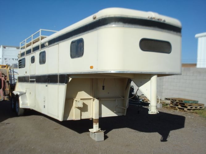 1987 Circle J 2 Horse w/Living Quarters Gooseneck, Living Quarters, Ramp, Hardly Used