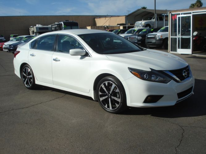 2018 Nissan Altima 2.5 SR Finance Available, 2.99% oac Available