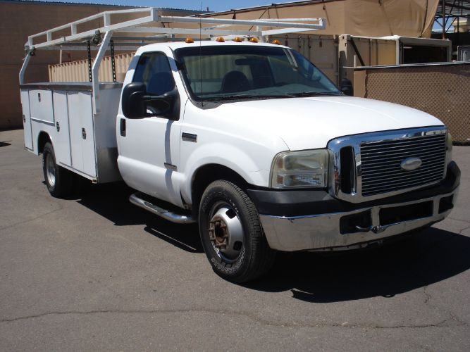 2007 Ford Super Duty F-350 DRW Utility Box with Rack