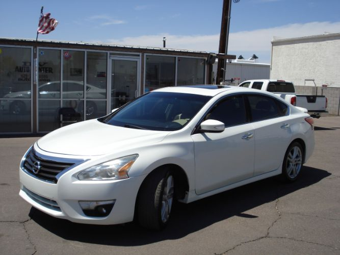 2013 Nissan Altima 3.5 SL Low Miles, Finance Available