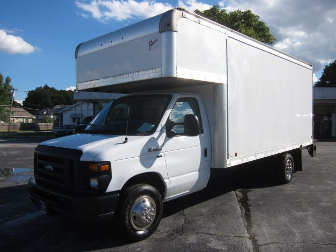 2011 Ford Econoline Commercial Cutaway E-450 BOX TRUCK W/LIFT