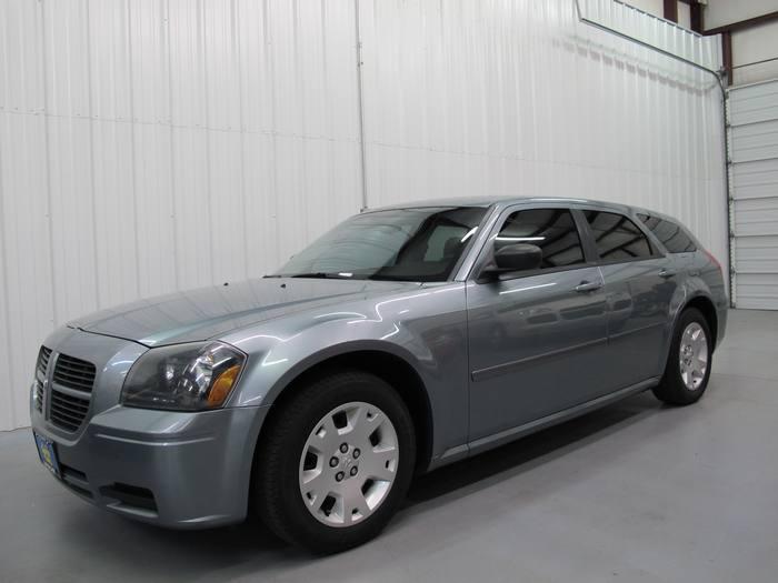 2006 Dodge Magnum SE