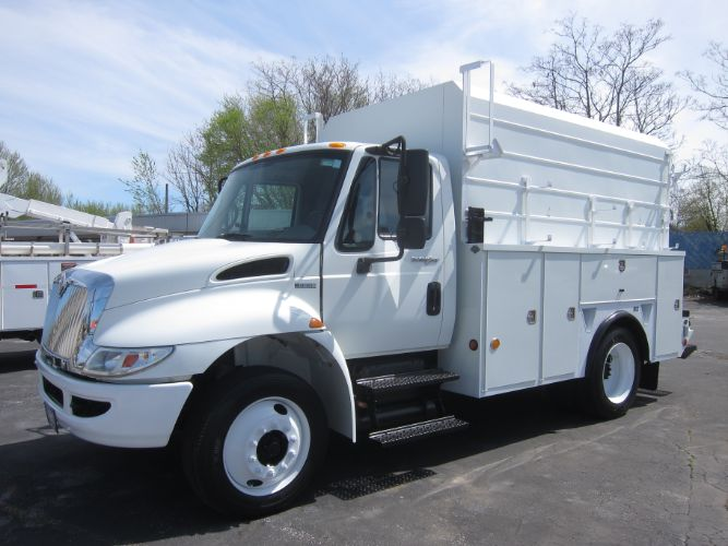 2010 INTERNATIONAL DT466 ENCLOSED SERVICE TRUCK