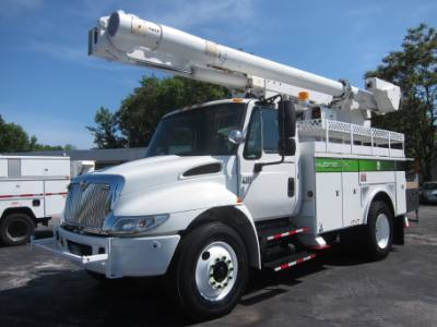 2006 INTERNATIONAL DT466 BUCKET TRUCK WITH MATERIAL HANDLER