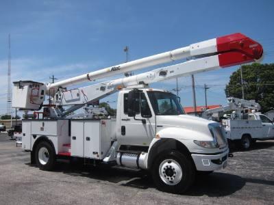 2011 INTERNATIONAL 4400 BUCKET TRUCK ALTEC AA755L-MH
