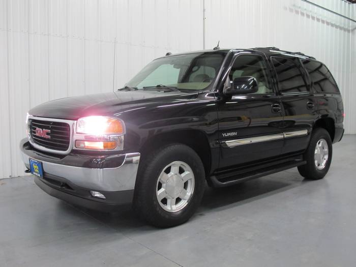 2005 GMC Yukon SLT 1OWNER 4X4 DVD SUNROOF HEATED LEATHER 3RD ROW