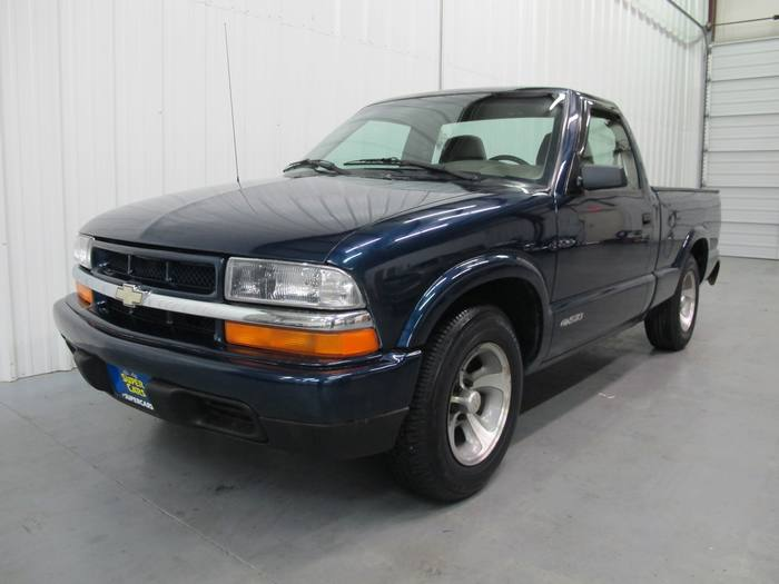 1998 Chevrolet S-10 RED CAB * SHORT BED * BED LINER