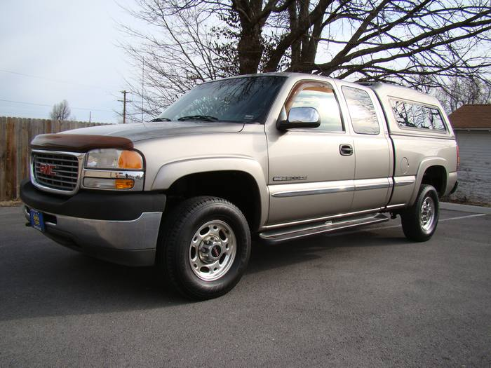 2002 GMC Sierra 2500HD SLE EXTENDED CAB ONE OWNER CAMPER SHELL