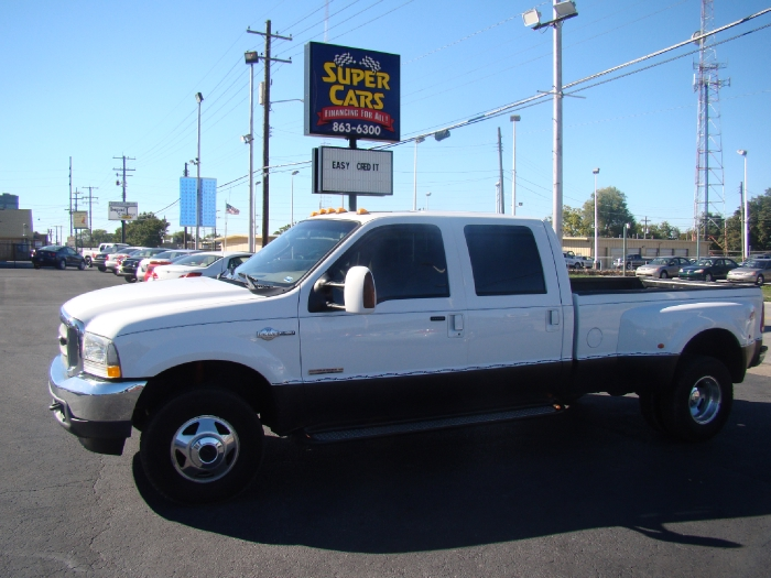 2004 Ford Super Duty F-350 DRW SD Lariat