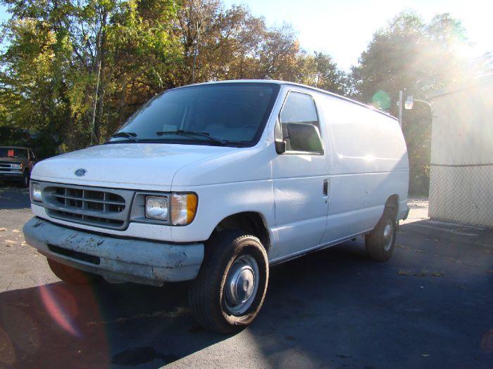 2000 Ford Econoline Cargo Van E-350