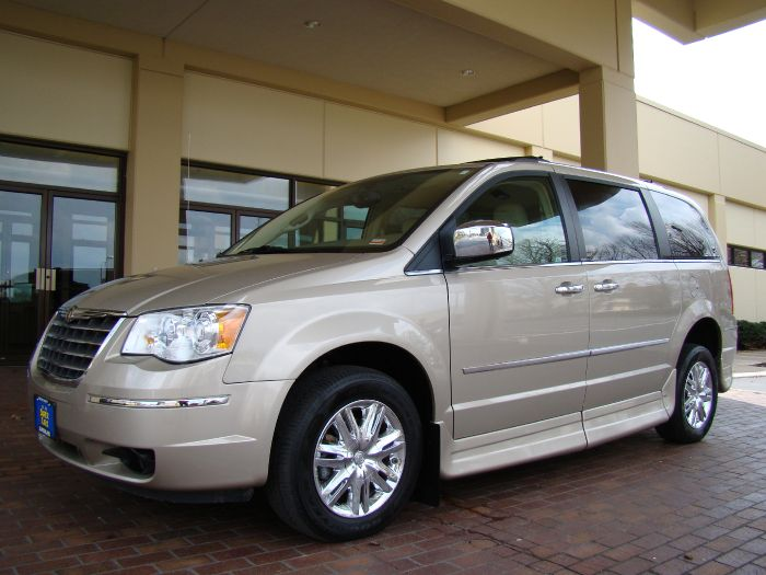 2009 Chrysler Town & Country LIMITED HANDICAP ROLLX