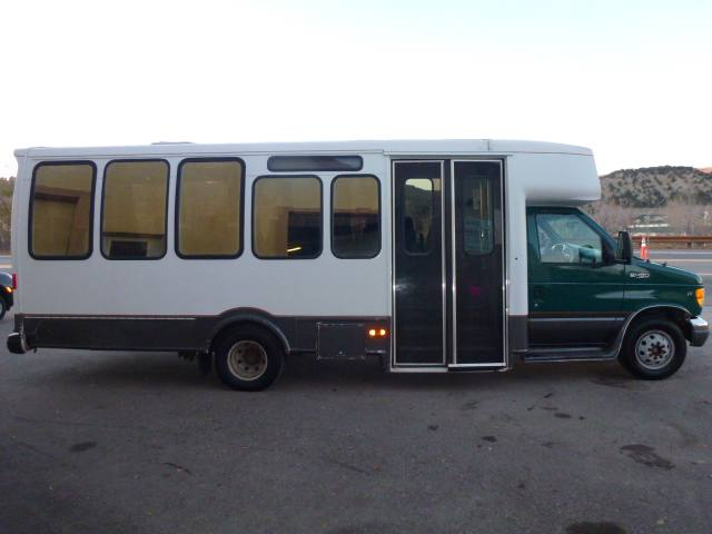 2000 Ford Econoline Commercial Cutaway E450