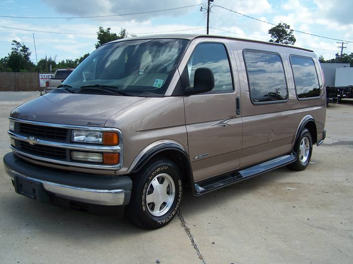 2002 Chevrolet Express Van Base