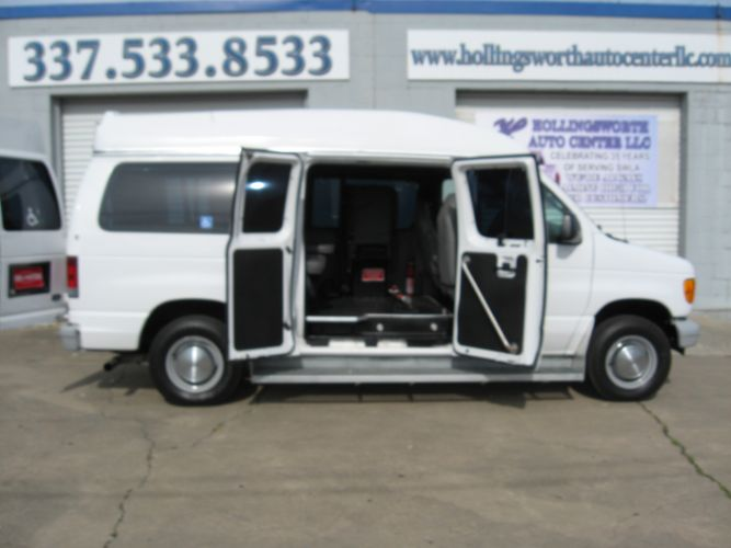 2006 Ford Econoline Cargo Van WHEEL CHAIR LIFT