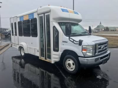 2008 Ford Econoline Commercial Cutaway Shuttle Bus