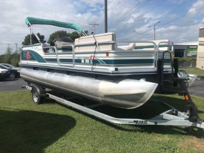1998 Bass Tracker Party Barge 21 40hp Mercury