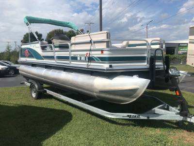 1998 Sun Tracker Party Barge 21'