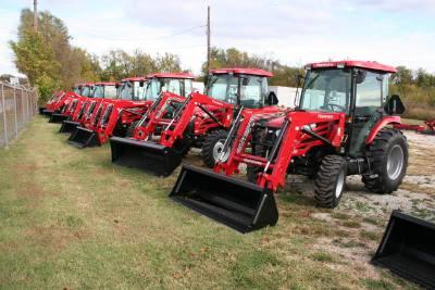 2017 Mahindra 2565 cab tractor