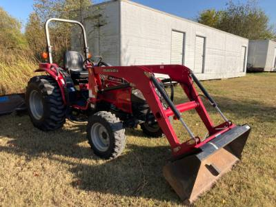 Used Mahindra 3616 4x4 with loader