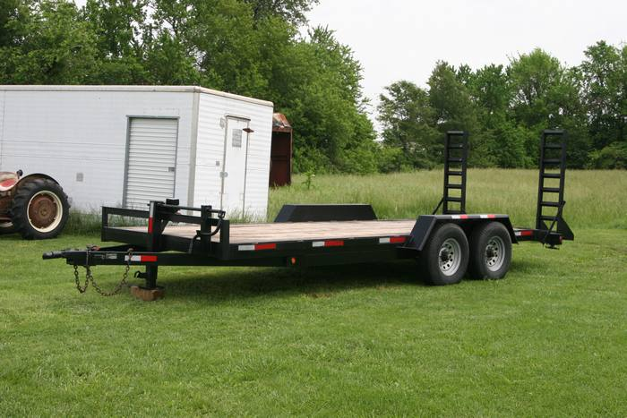 2008 Tri Star Flat bed Dove with Drop Ramps