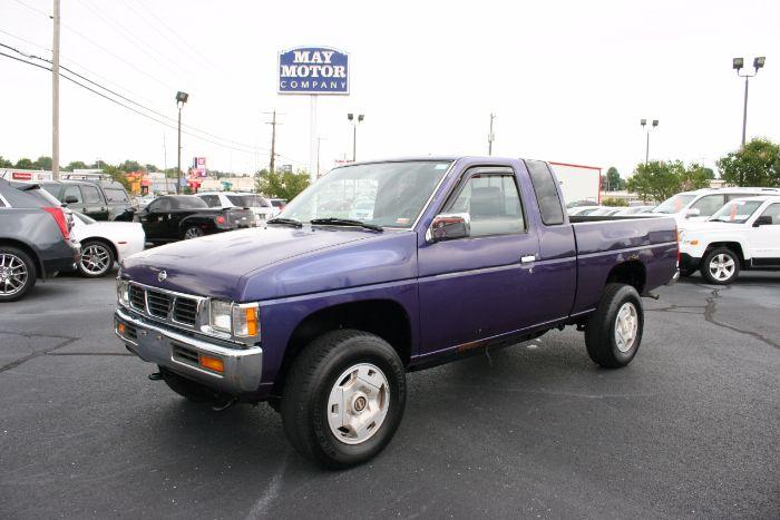 1995 Nissan Trucks 4WD SE