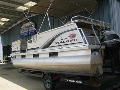 2003 SUN TRACKER PARTY BARGE 21 FT SIGNATURE SERIES