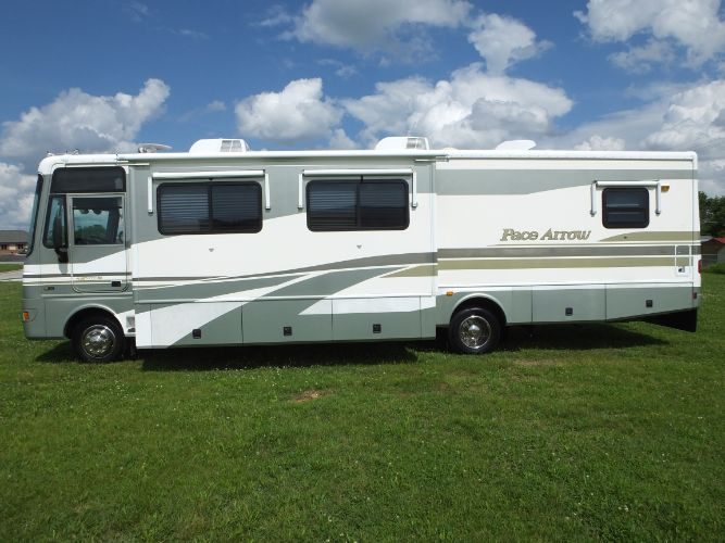 2002 Fleetwood Pace Arrow 36R