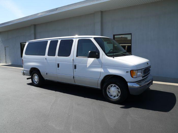 2000 Ford Econoline Wagon CHATEAU