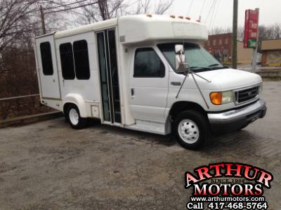 2005 Ford Econoline Commercial Cutaway 12 passenger, with wheel chair lift, Shuttle bus