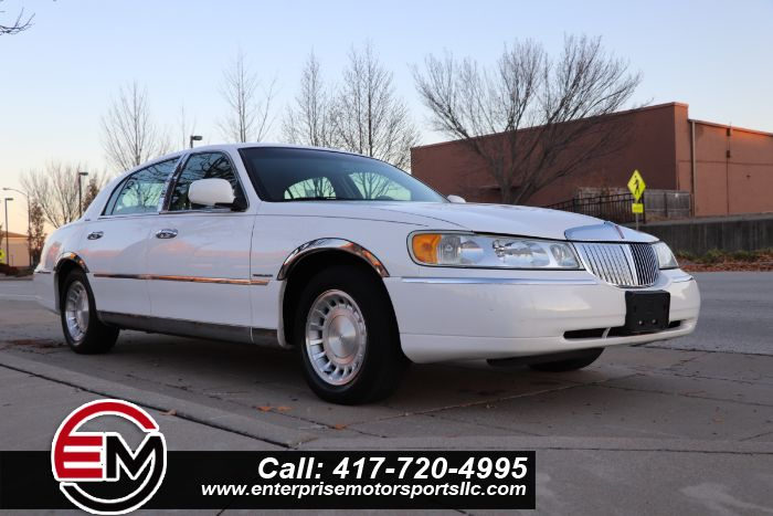 2002 Lincoln Town Car Executive