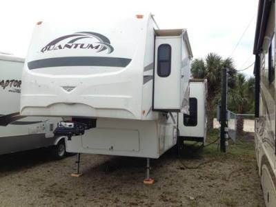 2009 Fleetwood Quantum 5th Wheel