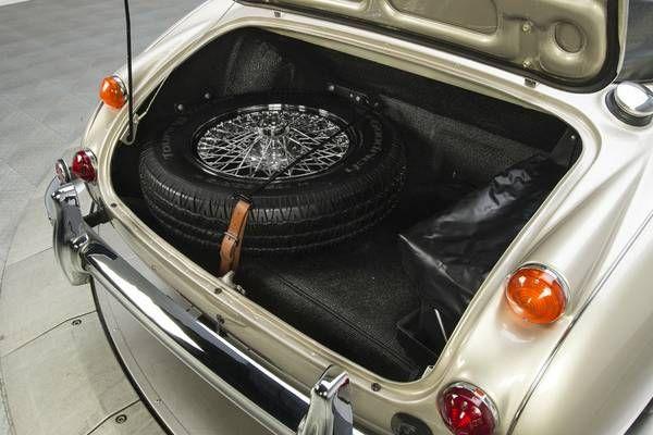 1966 Austin Healey 3000 17