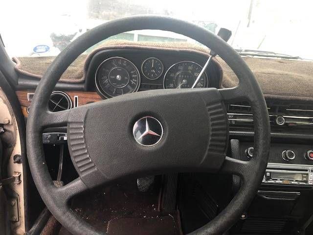 1971 Mercedes Benz 250E 3