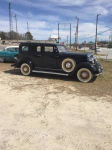 1933 Huppmobile Sedan