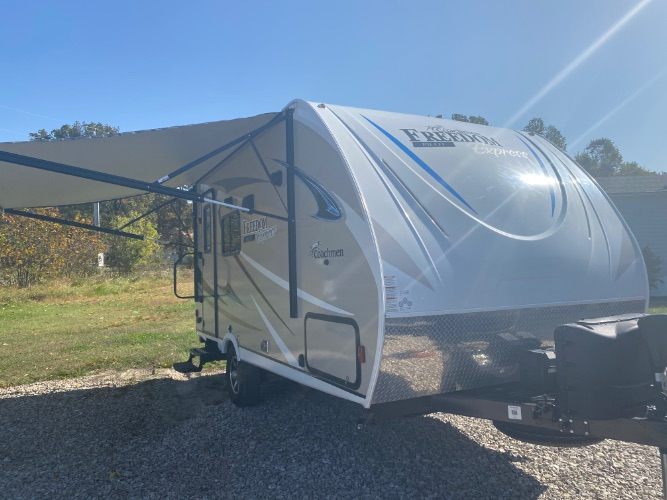 2018 coachmen freedom 19fbs