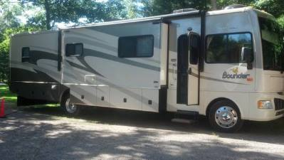 2008 Fleetwood Bounder Model 38p Class A