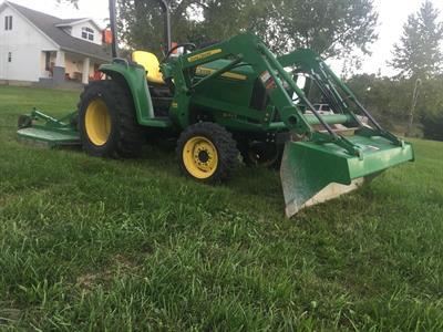 2012 John Deere 3032 E w/ Brush Hog