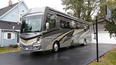 2018 Fleetwood Discovery LXE 40D Motorcoach