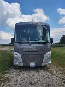 2015 Winnebago Vista 35F Motorcoach