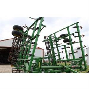 2010 John Deere 2210 Cultivator
