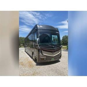 2017 Fleetwood Discovery XLE