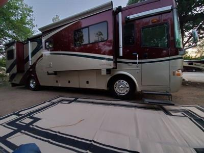 2005 Country Coach Inspire 330 Siena Motorcoach