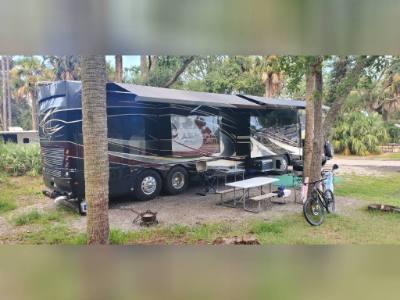 2019 AMERICAN COACH DREAM 42Q DIESEL PUSHER MOTORCOACH