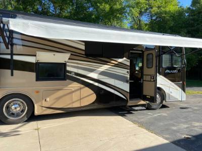 2016 THOR PALAZZO 33.2 DIESEL PUSHER MOTORCOACH