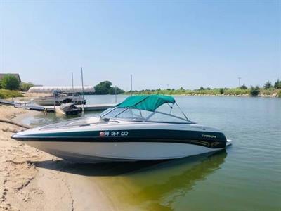 2000 Crownline Boat