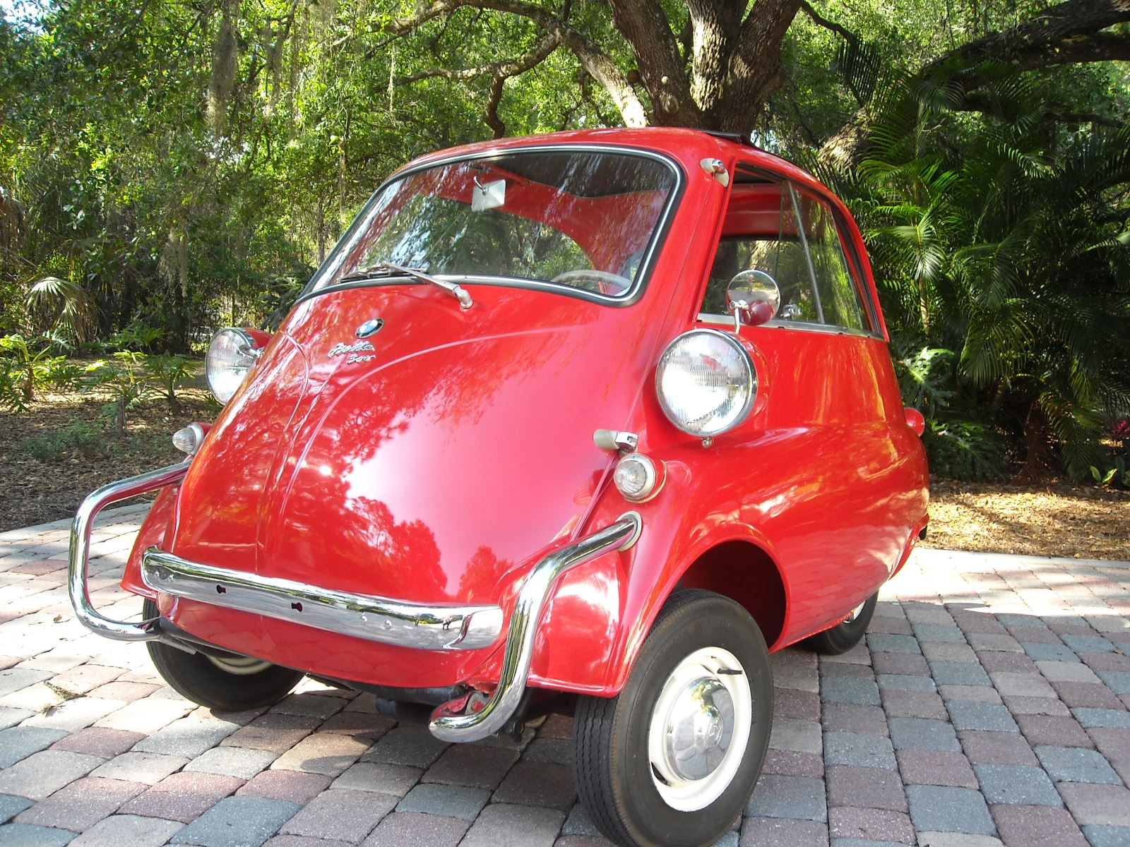 Sell Classic BMW Isetta | Call Gullwing Motor if Vintage BMW Isetta For Sale